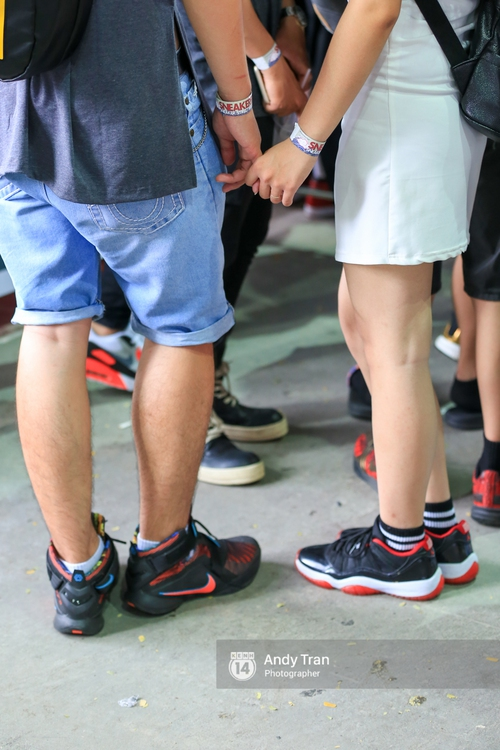 Khó mà tin được, hàng nghìn bạn trẻ Sài Gòn này tụ tập lại chỉ để... ngắm và mua giày Sneaker - Ảnh 15.