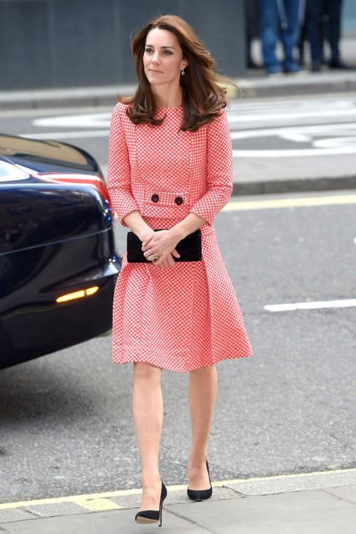 5 tỷ đồng là số tiền công nương Kate đã chi cho cả tủ áo quần của năm 2016, gấp 4 lần năm ngoái! - Ảnh 7.