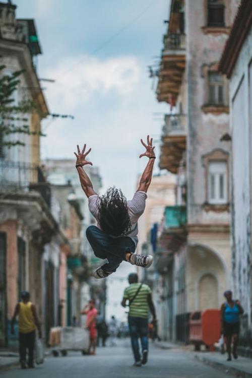 Chùm ảnh đẹp mê hồn về những nghệ sĩ múa ballet trên đường phố Cuba - Ảnh 9.