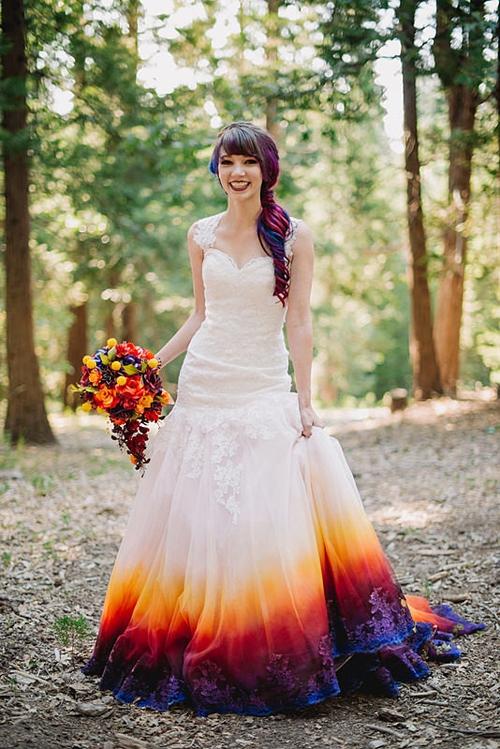 Những bộ váy cưới ombre tuyệt đẹp dành cho các cô dâu phá cách - Ảnh 3.