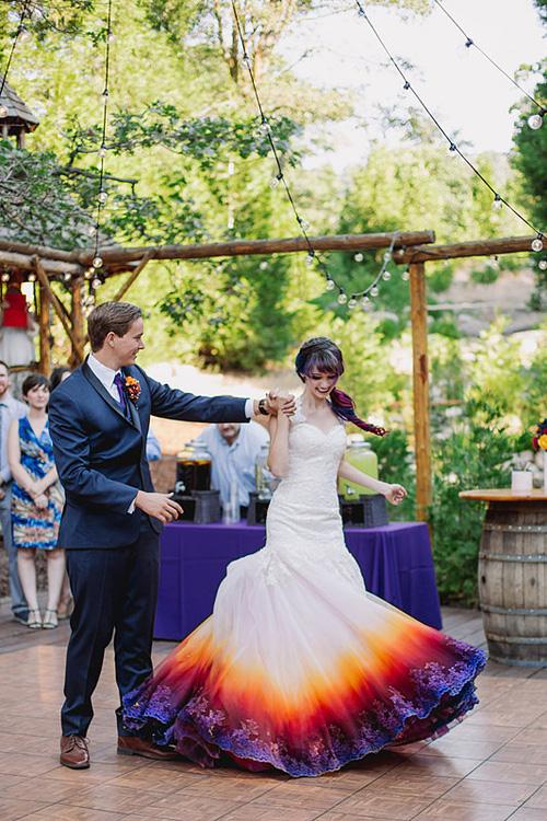 Những bộ váy cưới ombre tuyệt đẹp dành cho các cô dâu phá cách - Ảnh 2.