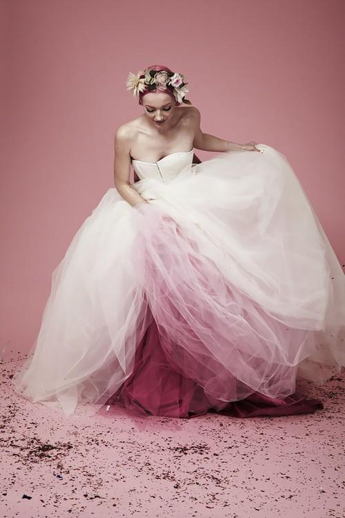 Những bộ váy cưới ombre tuyệt đẹp dành cho các cô dâu phá cách - Ảnh 8.