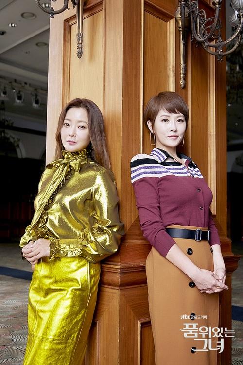 HOT: 2 biểu tượng sắc đẹp xứ Hàn Kim Hee Sun và Kim Sun Ah sắp đến Việt Nam - Ảnh 2.