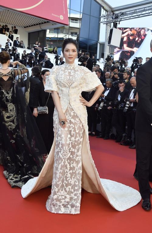 Không thua chị kém em, Lý Nhã Kỳ lộng lẫy như bà hoàng trên thảm đỏ khai màn LHP Cannes 2017 - Ảnh 6.
