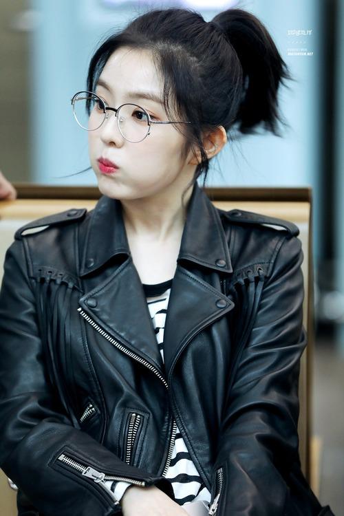 Lý do khiến ai cũng bật ngửa đằng sau sở thích diện kính mọt sách hot trend của Irene (Red Velvet) - Ảnh 5.