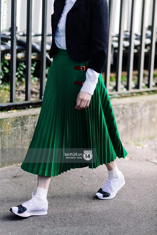 Nếu nghĩ street style tại Paris Fashion Week chỉ là cuộc chiến váy áo thì bạn nhầm to rồi - Ảnh 7.