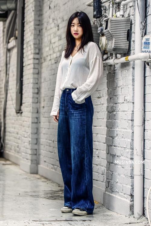 Áo phông, quần jeans, layering - 3 yếu tố đinh trong cách mix đồ chớm thu của giới trẻ Hàn - Ảnh 4.