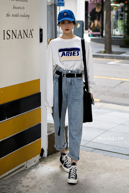 Nhìn giới trẻ Hàn ồ ạt diện sweatshirt, bạn sẽ mong trời chuyển mát thật nhanh để còn được tái ngộ item siêu cool này - Ảnh 1.