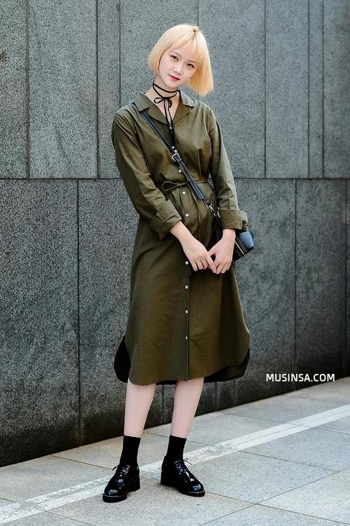 Chỉ với sơ mi, áo phông và một vài item đơn giản, giới trẻ Hàn đã hô biến nên toàn những set đồ đẹp hết nấc - Ảnh 1.