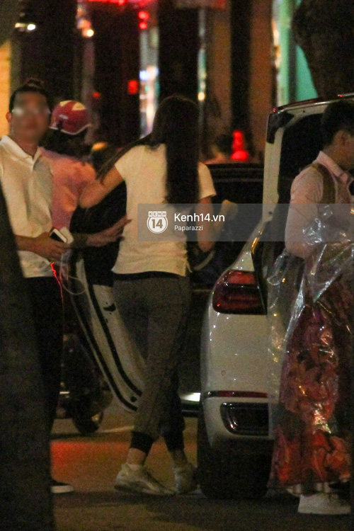Phạm Hương thoải mái đi ăn, hát karaoke với bạn sau khi cửa hàng bị tạt sơn - Ảnh 5.