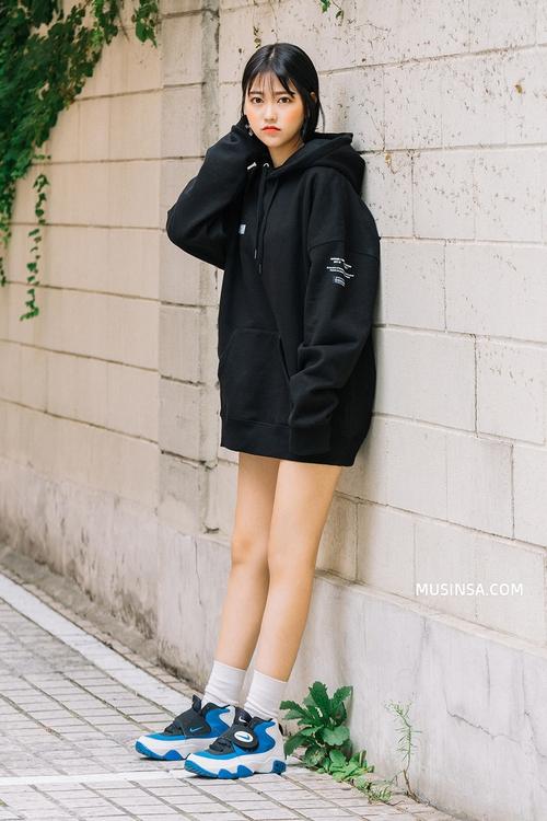 Nhìn giới trẻ Hàn ồ ạt diện sweatshirt, bạn sẽ mong trời chuyển mát thật nhanh để còn được tái ngộ item siêu cool này - Ảnh 2.