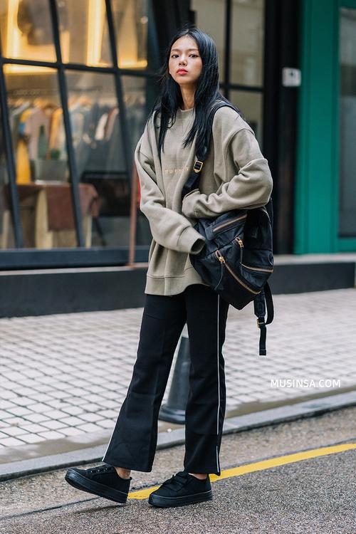 Nhìn giới trẻ Hàn ồ ạt diện sweatshirt, bạn sẽ mong trời chuyển mát thật nhanh để còn được tái ngộ item siêu cool này - Ảnh 3.