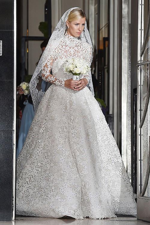 Bạn có nhận ra váy cưới của Hoa hậu Thu Thảo giống váy cưới của Công nương Grace Kelly đến bất ngờ? - Ảnh 11.