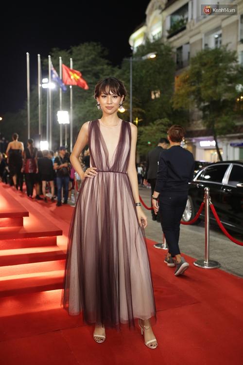 Angela Phương Trinh & Chi Pu quá đỗi sành điệu, công phá thảm đỏ sự kiện ra mắt H&M Việt Nam - Ảnh 11.