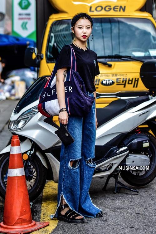 Áo phông, quần jeans, layering - 3 yếu tố đinh trong cách mix đồ chớm thu của giới trẻ Hàn - Ảnh 13.
