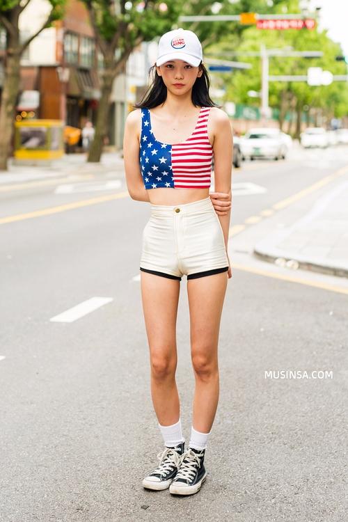 Cùng trưng dụng quần shorts nhưng giới trẻ Hàn lại có cả tá cách mix, cách nào cũng hút mắt thôi rồi! - Ảnh 4.