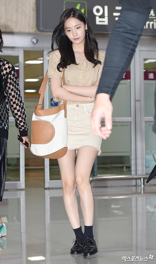 Cuộc chiến nhan sắc sân bay: SNSD có đủ sức đánh bại được chân dài đình đám Seolhyun (AOA)? - Ảnh 1.
