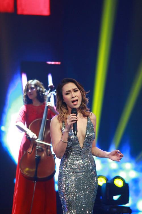 Mỹ Tâm biểu diễn ca khúc ồn ào đạo nhái của Khắc Hưng tại VTV Awards, bị MC Lại Văn Sâm trêu là lấy chồng muộn - Ảnh 2.