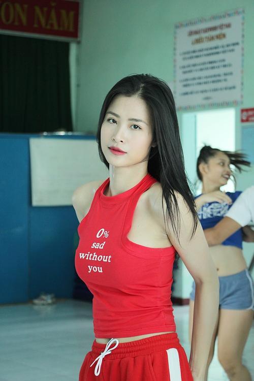 Đông Nhi ăn vội trong phòng tập, hứa hẹn thể hiện vũ đạo cực khó nhưng đẹp mắt tại Asia Song Festival 2017 - Ảnh 4.
