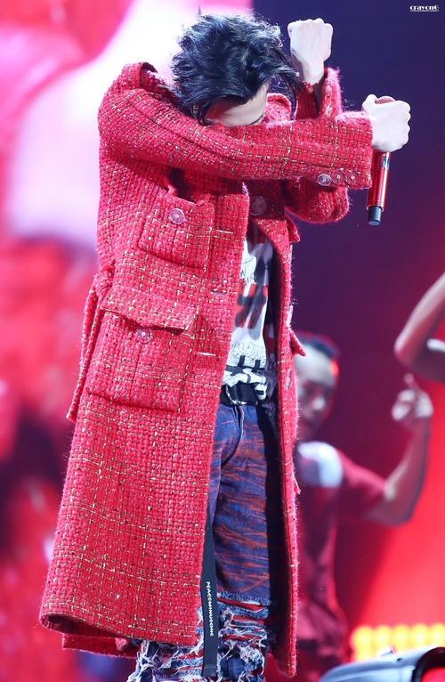 Loạt ảnh siêu ảo từ concert G-Dragon: Lúc chất phát ngất, lúc cười tít mắt, áo trễ hở ti - Ảnh 5.