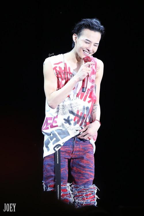 Loạt ảnh siêu ảo từ concert G-Dragon: Lúc chất phát ngất, lúc cười tít mắt, áo trễ hở ti - Ảnh 27.
