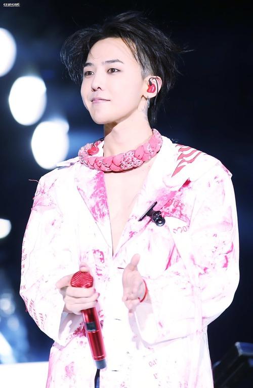 Loạt ảnh siêu ảo từ concert G-Dragon: Lúc chất phát ngất, lúc cười tít mắt, áo trễ hở ti - Ảnh 29.