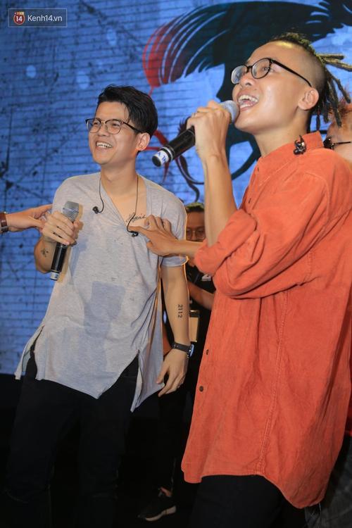 2.500 fan vỡ òa với show kỉ niệm 10 năm ca hát của Da LAB - Ảnh 8.