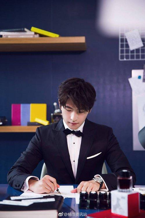 Góc nghiêng lịch lãm chuẩn soái ca, trai đẹp Dương Dương khiến trái tim fan nữ rung rinh - Ảnh 4.