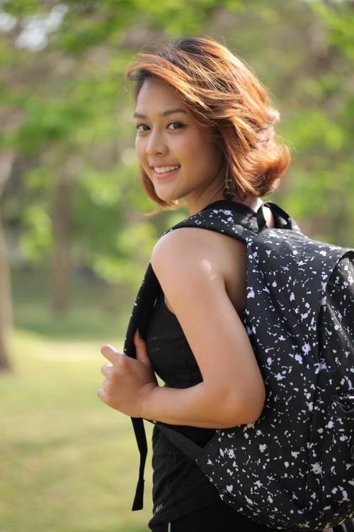 Nữ phóng viên Thái Lan đẹp hút mắt ở SEA Games 29 - Ảnh 8.
