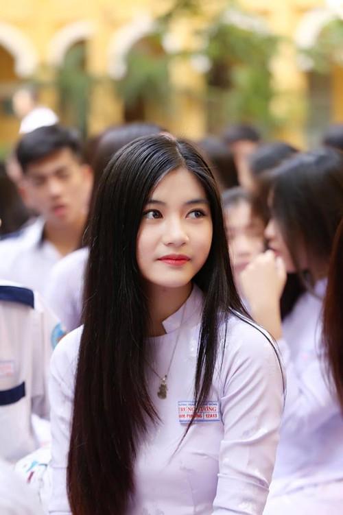 Con gái Việt vẫn xinh đẹp và dịu dàng nhất khi mặc áo dài trắng! - Ảnh 10.