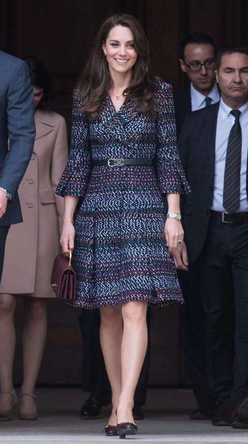 Thường xuyên diện đồ xa xỉ nhưng đây là lần đầu tiên Công nương Kate diện cả cây đồ Chanel hơn 300 triệu đồng - Ảnh 2.