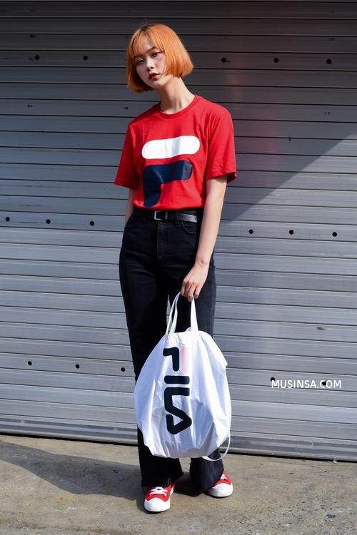 Giới trẻ châu Á người người nhà nhà đang diện T-shirt và sneaker Fila chất phát ngất ra sao? - Ảnh 27.