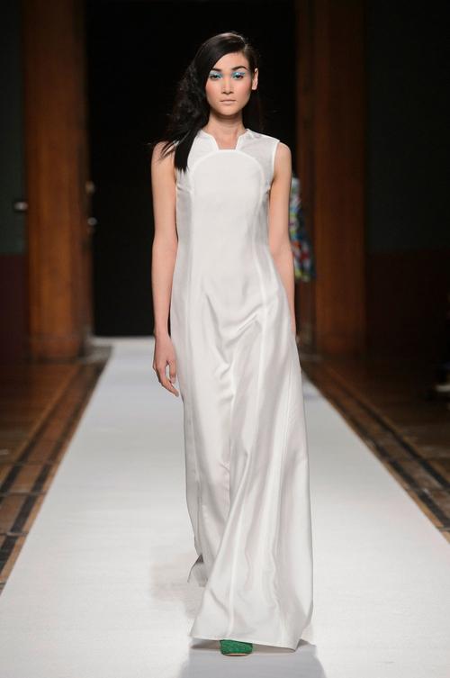 Clip độc quyền: Thùy Trang kết show Talbot Runhof tại Paris Fashion Week, nhận cát xê khủng ngay sau buổi diễn - Ảnh 2.