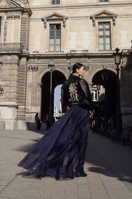 Diện trang phục của NTK Việt, street style của Thùy Trang vẫn lên thẳng Vogue Ý - Ảnh 5.