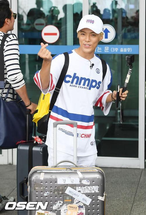Cuộc chiến nhan sắc sân bay: SNSD có đủ sức đánh bại được chân dài đình đám Seolhyun (AOA)? - Ảnh 25.