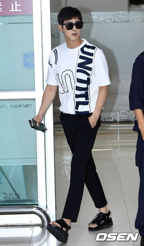 Cuộc chiến nhan sắc sân bay: SNSD có đủ sức đánh bại được chân dài đình đám Seolhyun (AOA)? - Ảnh 18.