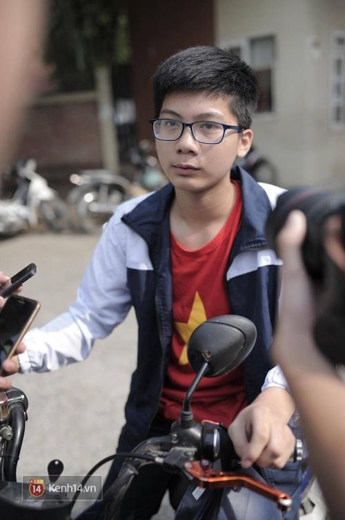 Sáng nay, trường Lương Thế Vinh không tổ chức chào cờ đầu tuần, nhiều giáo viên khóc khi biết tin thầy Cương qua đời - Ảnh 3.