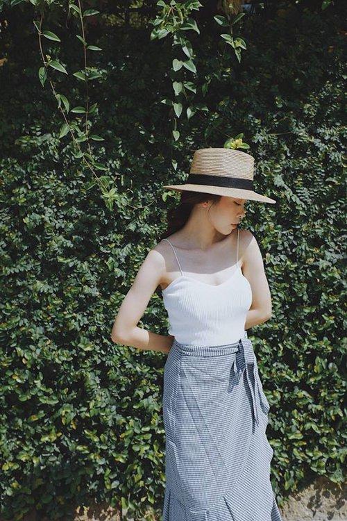 Áo 2 dây hè này có tới 5 kiểu, kiểu nào cũng mát và xinh hết cỡ bạn đã cập nhật hết chưa? - Ảnh 8.