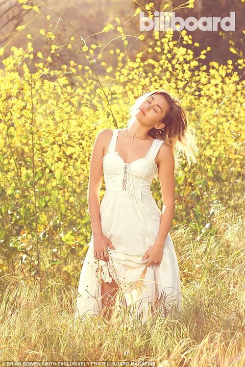 Tái hợp Liam, Miley Cyrus nổi loạn năm nào giờ đằm thắm và đáng yêu bất ngờ! - Ảnh 5.