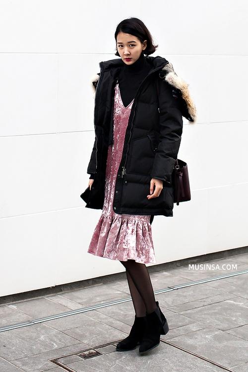 Ngắm street style đông đẹp đáng ghen tị của giới trẻ thế giới để ủ mưu lên đồ cho đợt lạnh tới - Ảnh 5.