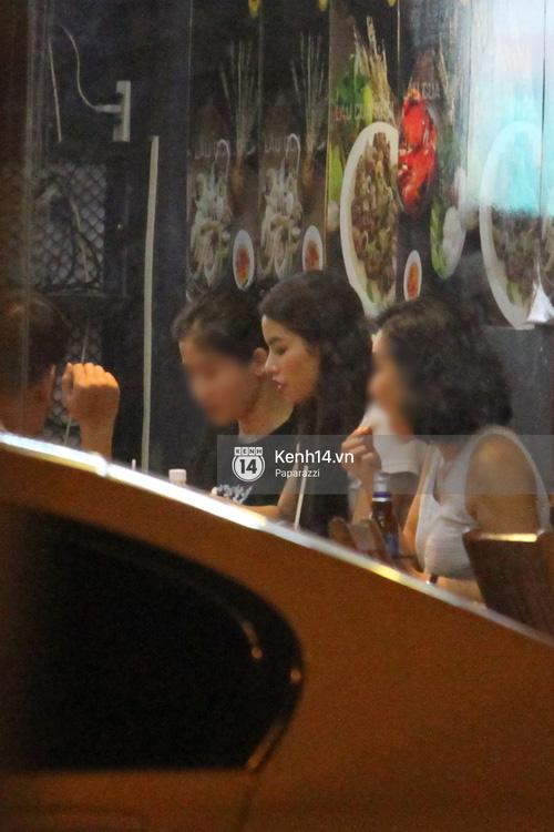 Phạm Hương thoải mái đi ăn, hát karaoke với bạn sau khi cửa hàng bị tạt sơn - Ảnh 14.