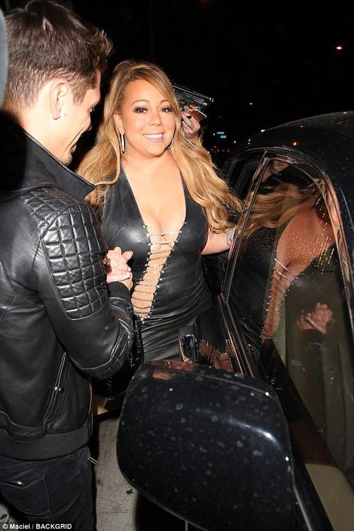 Bụng to đùi mỡ, Mariah Carey vẫn mặc bộ váy vừa hở vừa bó sát để đi hẹn hò trai trẻ - Ảnh 8.