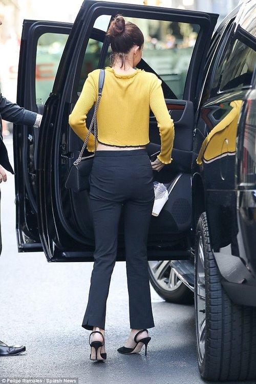 Selena Gomez không mặc nội y, khoe vóc dáng đầy gợi cảm sau phẫu thuật ghép thận - Ảnh 5.