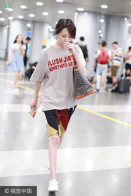 Bận quần đùi ra sân bay, đi sự kiện không thèm makeup, nữ thần học đường Trịnh Sảng ngày một xuề xòa khó hiểu - Ảnh 5.