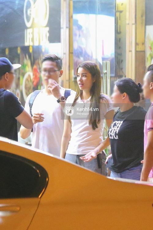 Phạm Hương thoải mái đi ăn, hát karaoke với bạn sau khi cửa hàng bị tạt sơn - Ảnh 18.