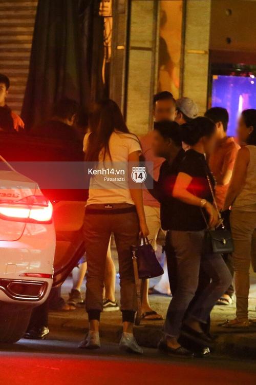 Phạm Hương thoải mái đi ăn, hát karaoke với bạn sau khi cửa hàng bị tạt sơn - Ảnh 19.