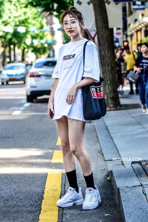 Cùng trưng dụng quần shorts nhưng giới trẻ Hàn lại có cả tá cách mix, cách nào cũng hút mắt thôi rồi! - Ảnh 2.