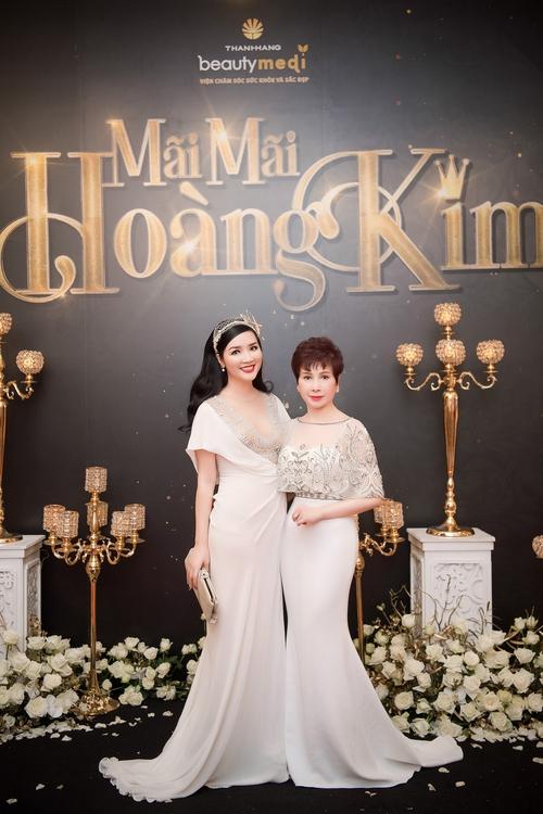 """Ở tuổi 47, ngôi sao phim """"Gia đình là số 1"""" vẫn trẻ trung và nổi bật dự sự kiện tại Việt Nam - Ảnh 7."""