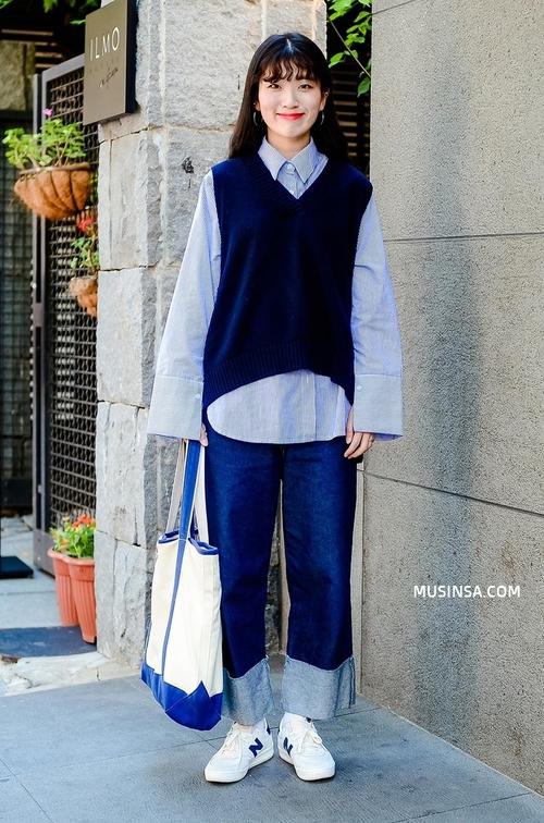Chỉ với sơ mi, áo phông và một vài item đơn giản, giới trẻ Hàn đã hô biến nên toàn những set đồ đẹp hết nấc - Ảnh 5.