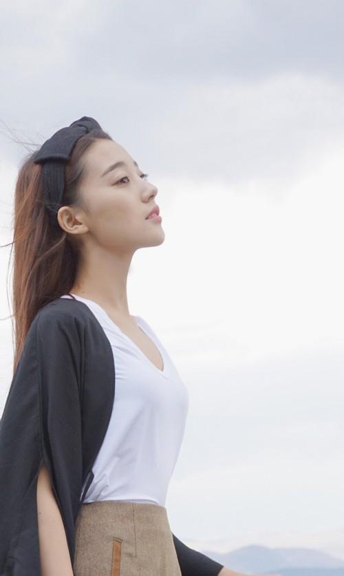 Cô bạn Trung Quốc với vẻ đẹp mong manh, dịu dàng chẳng ai nỡ chối từ - Ảnh 2.